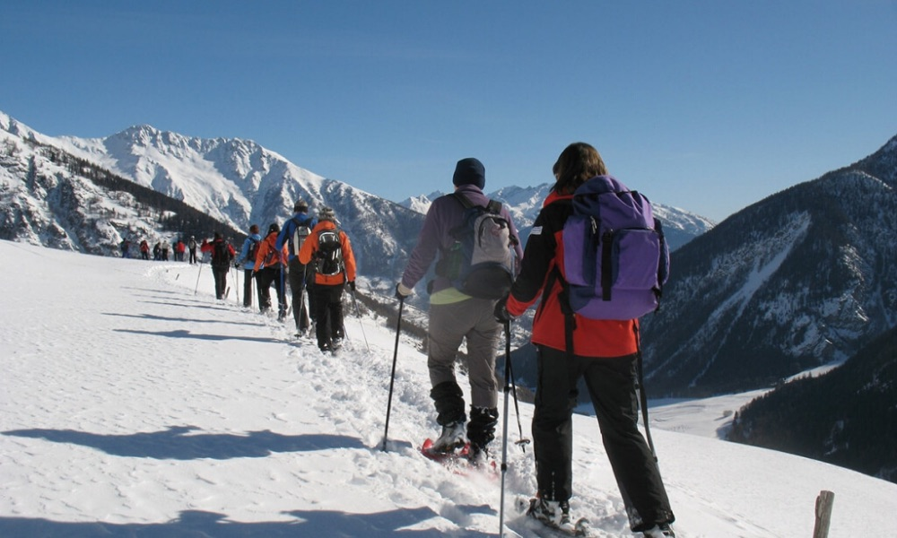 Snowshoeing in the basin of Pila