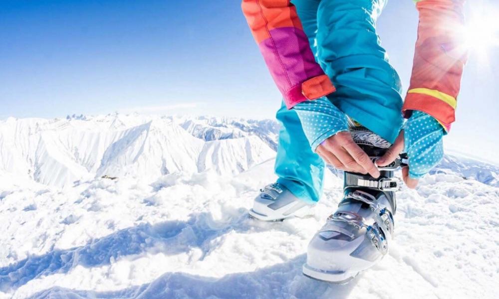 Allacciatura scarponi sci